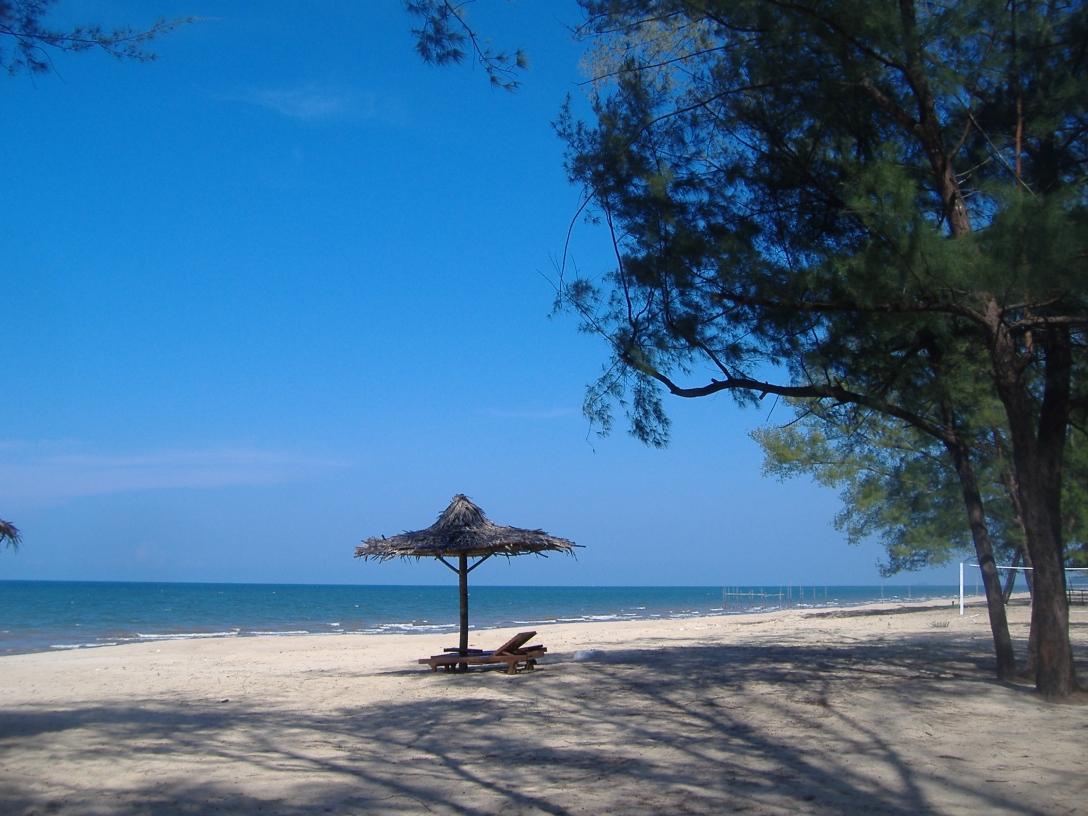 Lanjut beach, Rompin